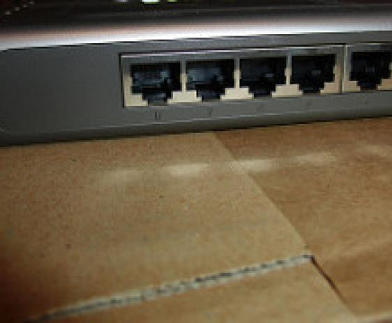 Phot of a network router.